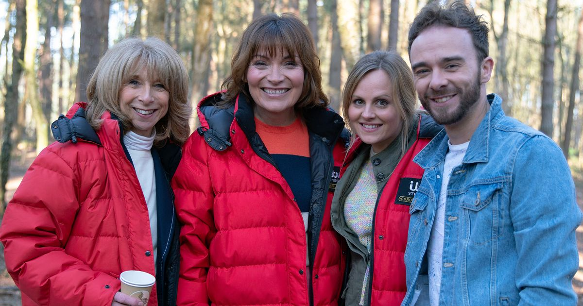 Lorraine Kelly chased by Gail Platt on a pedalo in hilarious Corrie cameo