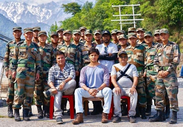 Shershaah: Sidharth Malhotra is almost unrecognizable as he poses with the Gorkha regiment in Palampur – view pic | Bollywood Life