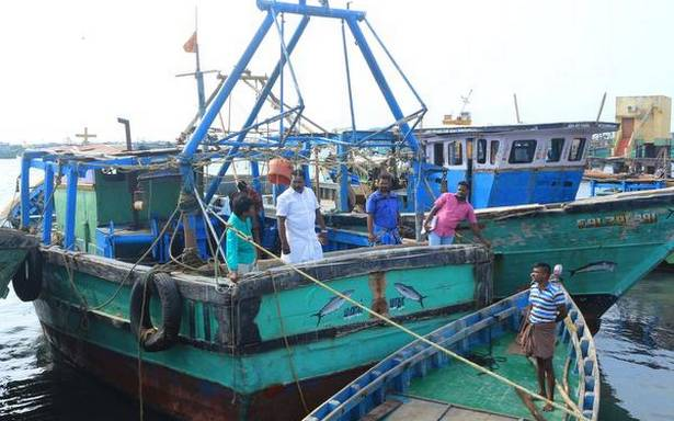 Officials inspect mechanised fishing boats