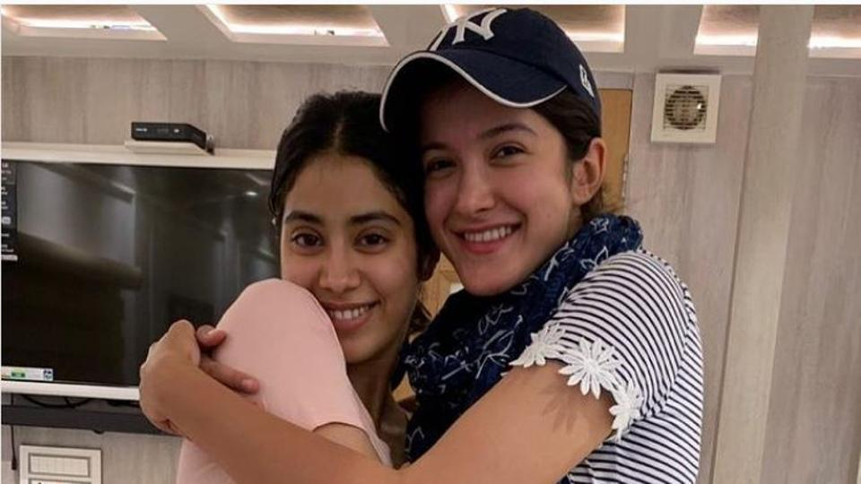 Sanjay Kapoor shares a happy picture of daughter Shanaya Kapoor, niece Janhvi Kapoor