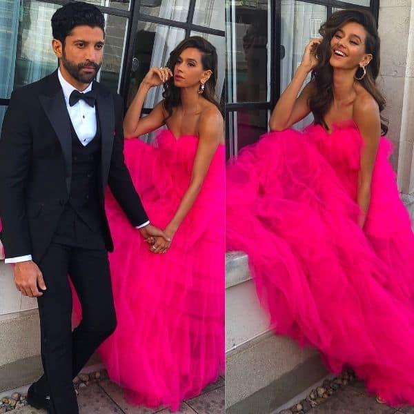 Farhan Akhtar and Shibani Dandekar look red-carpet ready as they pose hand-in-hand – view pics | Bollywood Life
