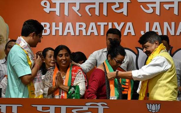 17 councillors from Darjeeling join BJP