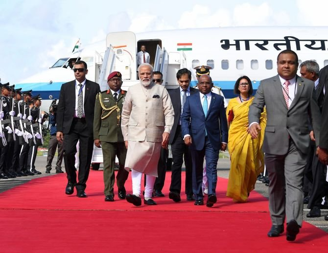 Pak allows Modi's plane fly over its airspace