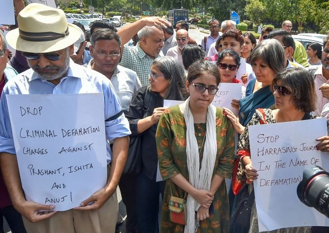 Journalists, activists march against arrest of scribes