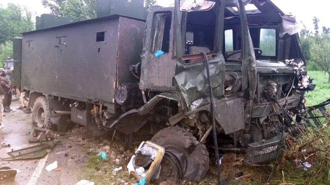 9 hurt as army convoy hit with IED blast in Pulwama
