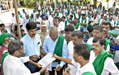 KRRS activists demand White Paper on loan waiver