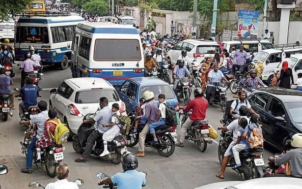 School zones turn into traffic bottlenecks in the city