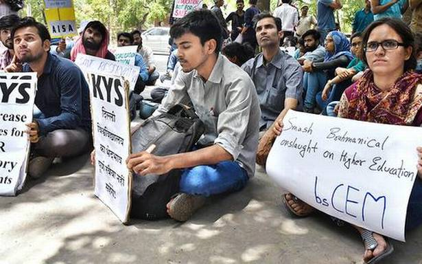 Students protest against DU's 'faulty admission process'