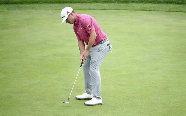 US Open: Woodland hangs on for one-shot lead