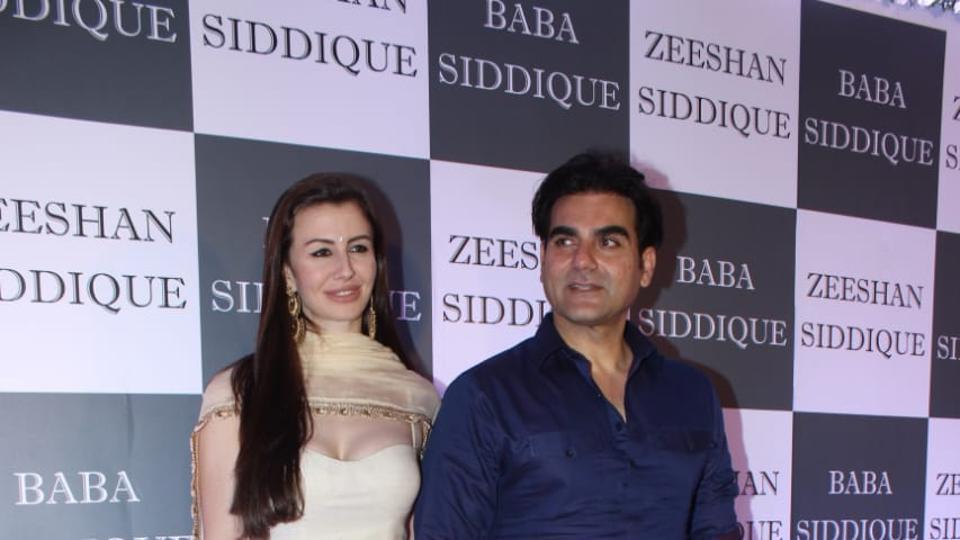 Arbaaz Khan, Giorgia Andriani, Raveena Tandon and Bollywood celebs attend Baba Siddique's iftar party. See pics, videos