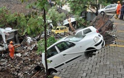 15 killed in Pune wall collapse, torrential rain lashes Mumbai | pune news | Hindustan Times