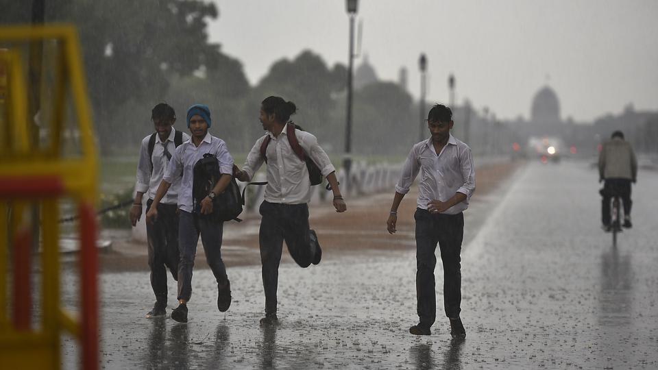 Heat and humidity high, rain expected on Sunday night in Delhi