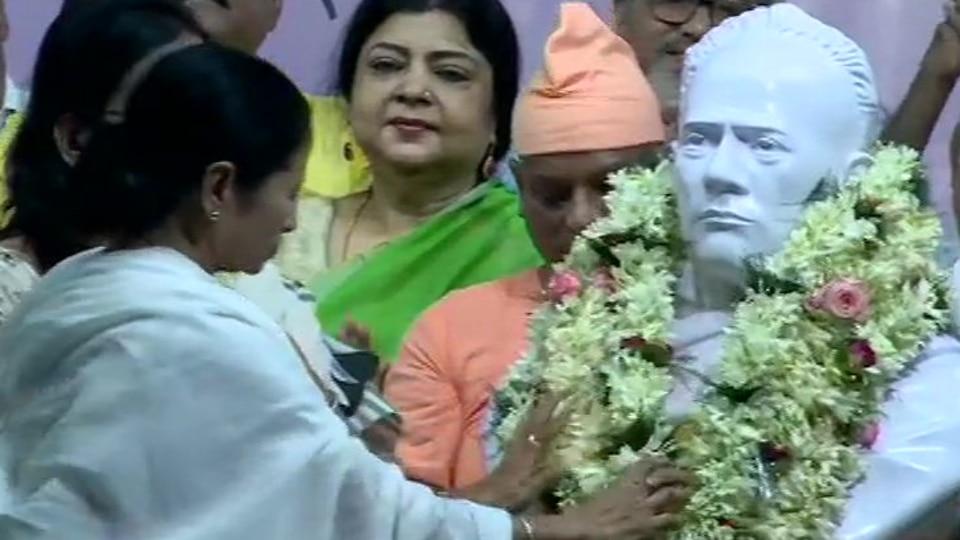 Mamata Banerjee unveils new bust of Vidyasagar month after vandalism