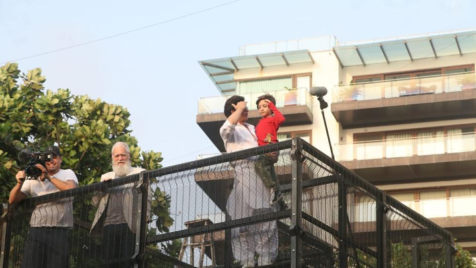 David Letterman joins Shah Rukh Khan and his son AbRam for Eid meet with fans. See pic