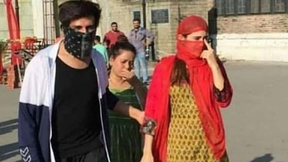 Sara Ali Khan, Kartik Aaryan cover their faces as they take a stroll in Shimla, fans spot them, see video, pics