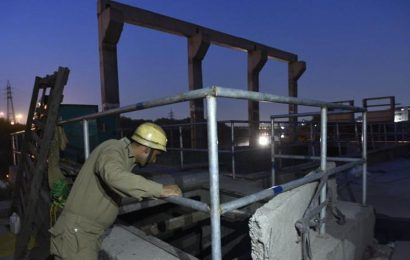 'They never gave us any  safety gear': Workers at Delhi Jal Board site   delhi news   Hindustan Times