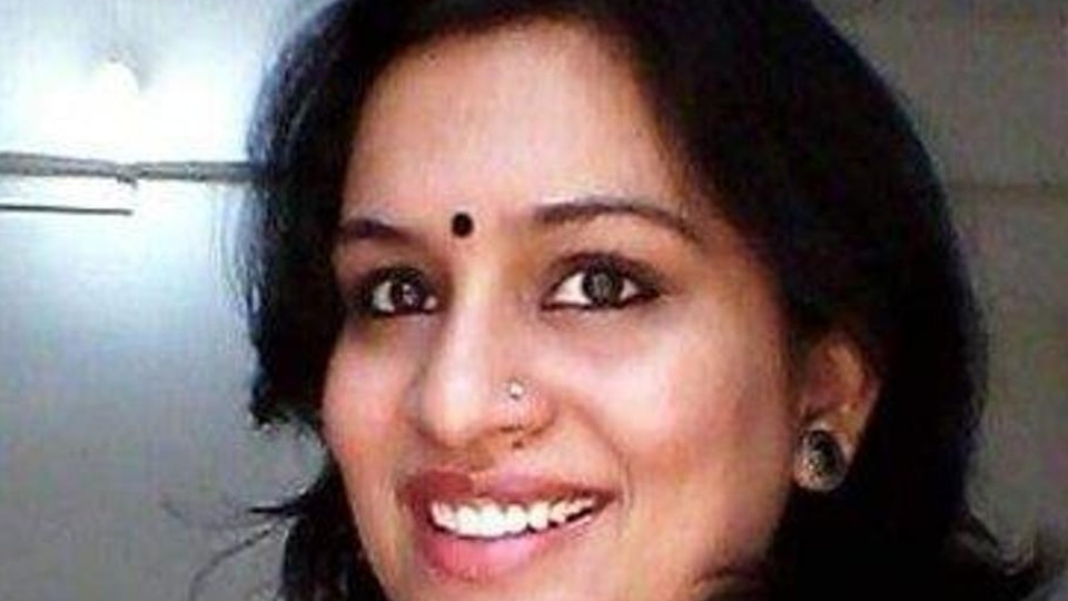 Cong seeks action against IAS officer for Mahatma tweet