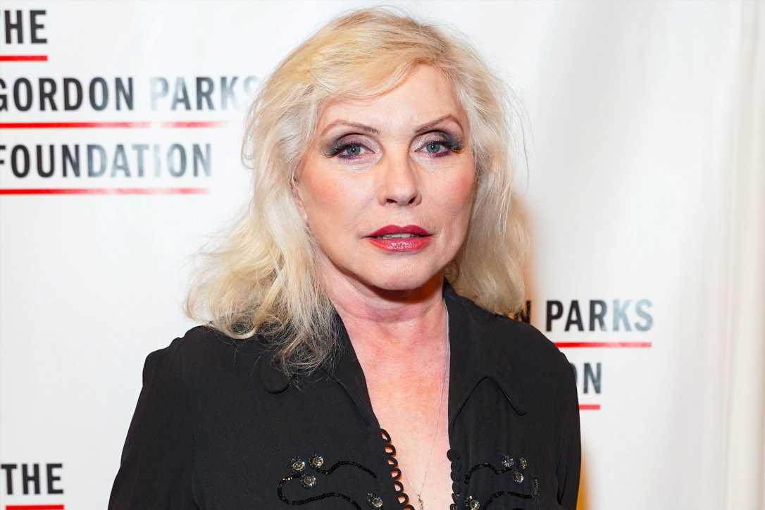 Debbie Harry surprises Alan Cumming's club to promote forthcoming memoir
