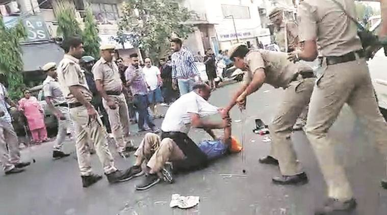Delhi: Tempo driver swings sword at cops, they beat him with lathis
