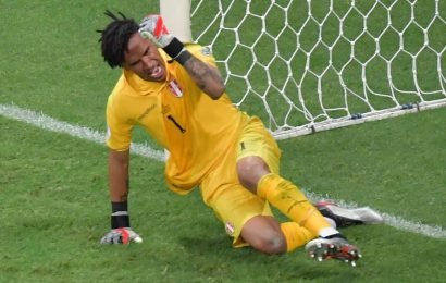 Gallese denies Suarez as Peru beat Uruguay on penalties to reach Copa America semis | football | Hindustan Times