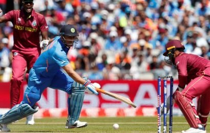 World Cup 2019: Shai Hope hilariously misses out MSDhoni's stumping – watch video