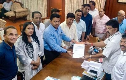Cong caught off guard in Goa as 10 MLAs join BJP
