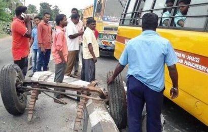 Front axle detaches from school van, none injured