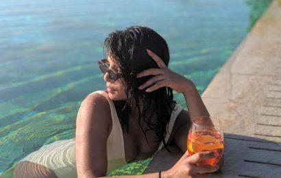 Pics: Husband Clicks Priayanka Chopra in Bikini
