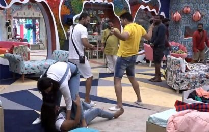 #BiggBoss S03 E04: A Silly Task Executed In Absurd Way