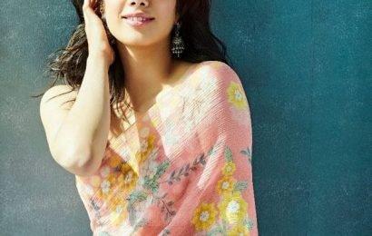 Janhvi Kapoor's lovely pic in a saree gets hearts from Priyanka Chopra | Bollywood Life