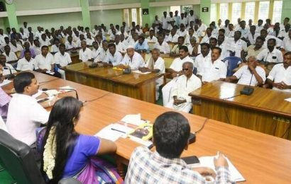 'Farmers' associations should take up kudimaramathu works'
