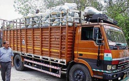 Traffic cop crushed under truck at Rajiv Chowk