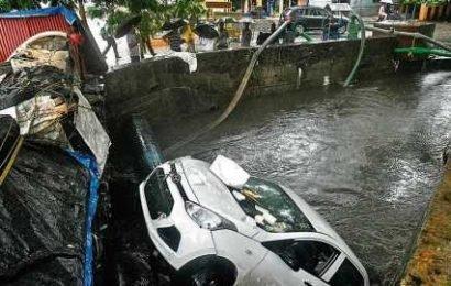 Two inside car drown as Mumbai's Malad subway floods