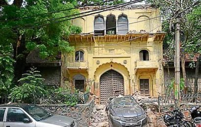 Part of 18th century gateway collapses on car in Delhi's East of Kailash, agencies pass the buck