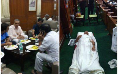Soft pillows, masala dosa, curd-rice for protesting Karnataka BJP MLAs in Vidhana Soudha