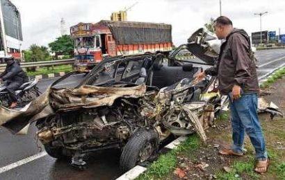 Car rams into truck killing three on Pune-Bengaluru highway