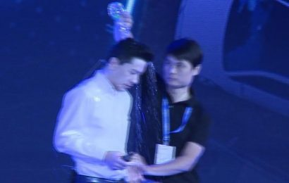 Man pours water on Baidu CEO during speech at AI conference