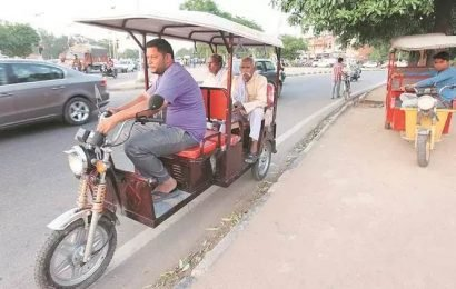 Delhi: Woman flees with e-rickshaw after argument with driver