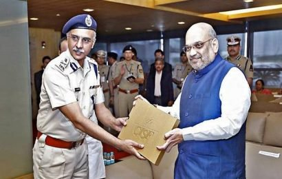 Union Home Minister interacts with CISF officers in airport