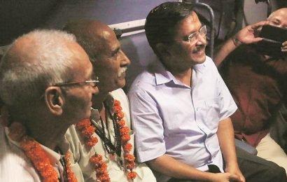 Delhi: Leaving for Amritsar, 1,000 pilgrims thank their luck — and the CM