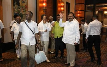 Top stories of the day: Rebel Karnataka MLAs reach Vidhana Soudha to meet Speaker, England to chase 224 in second semifinal, and more