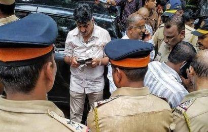 Karnataka Minister D.K. Shivakumar stopped from meeting 'rebel' MLAs in Mumbai hotel