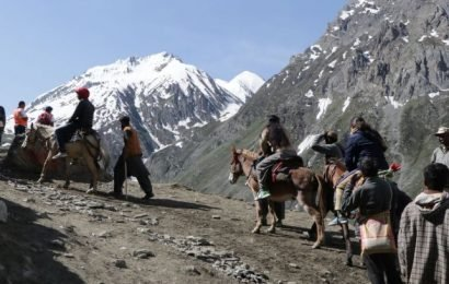 Govt asks Amarnath Yatris to go back immediately in view of terror threat