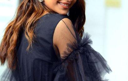 VOTE! Do you like Rakul Preet's little black dress?
