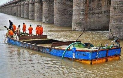 Boat stuck in Prakasam Barragecrest gate removed, at last