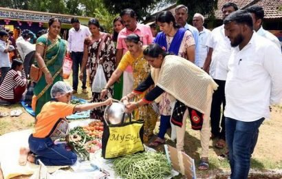 Students learn to manage money at Makkal Santhe programme