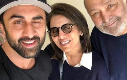 Neetu shares 'like father like son' video comparing hubby Rishi and son Ranbir Kapoor | Bollywood Life