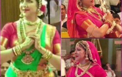 Hariyali Teej Jhulan Utsav: वृंदावन के ठाकुर राधारमण मंदिर में Hema Malini  ने किया शानदार नृत्य, क्या आपने देखें वायरल तस्वीरें