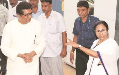 Raj Thackeray meets Mamata, invites her to scrap-EVMs rally