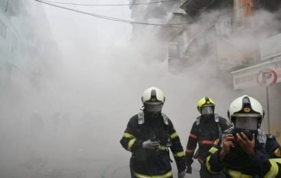Major fire breaks out in commercial building in Mumbai